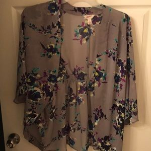 Arizona Jean Company Tops - Gray flower patterned shawl/kimono